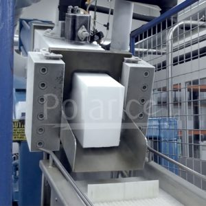 Block press manufacturing dry ice