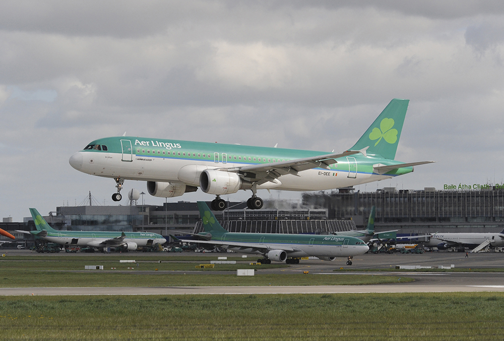 Dry ice for airline catering: image of Aer Lingus plane.
