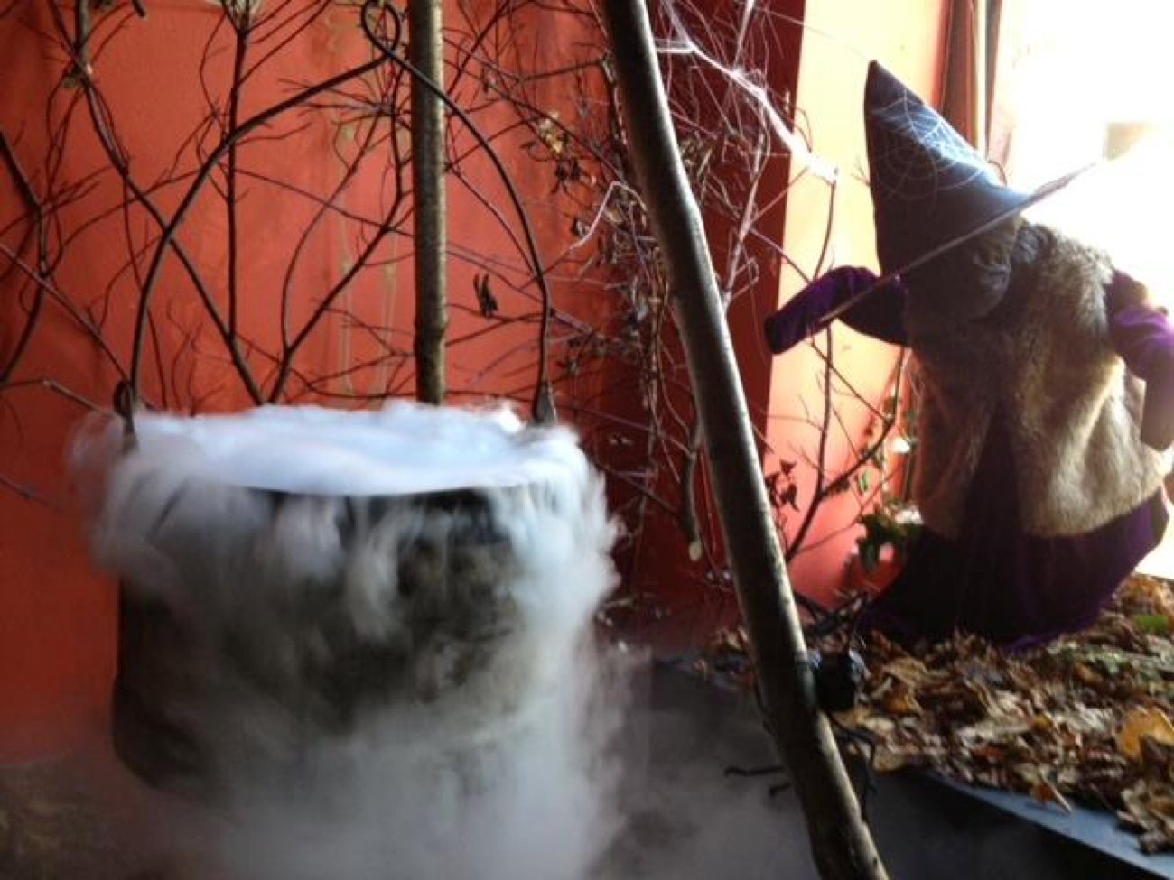 Spooky Dry Ice cauldron fog effect